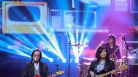 Selain kejutan dari Sam Bimbo, Ariel juga dikejutkan dengan kehadiran Koes Plus. Kehadiran salah satu personel band legendaris era 60-an, Koes Plus, Yon Kuswoyo. (Adrian Putra/Bintang.com)