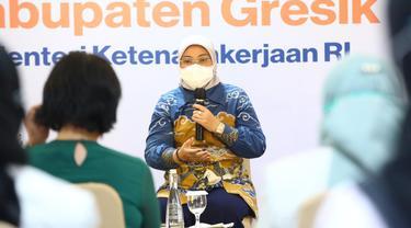 Menaker Ida saat menyampaikan sambutan dalam Dialog dengan Pengurus SP/SB Perempuan se-Kabupaten Gresik.
