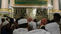 Tepat di sebelah makam dan mimbar Rasulullah terdapat raudhah yang biasanya digunakan jemaah untuk berdoa dan bermunajat kepada Allah SWT.