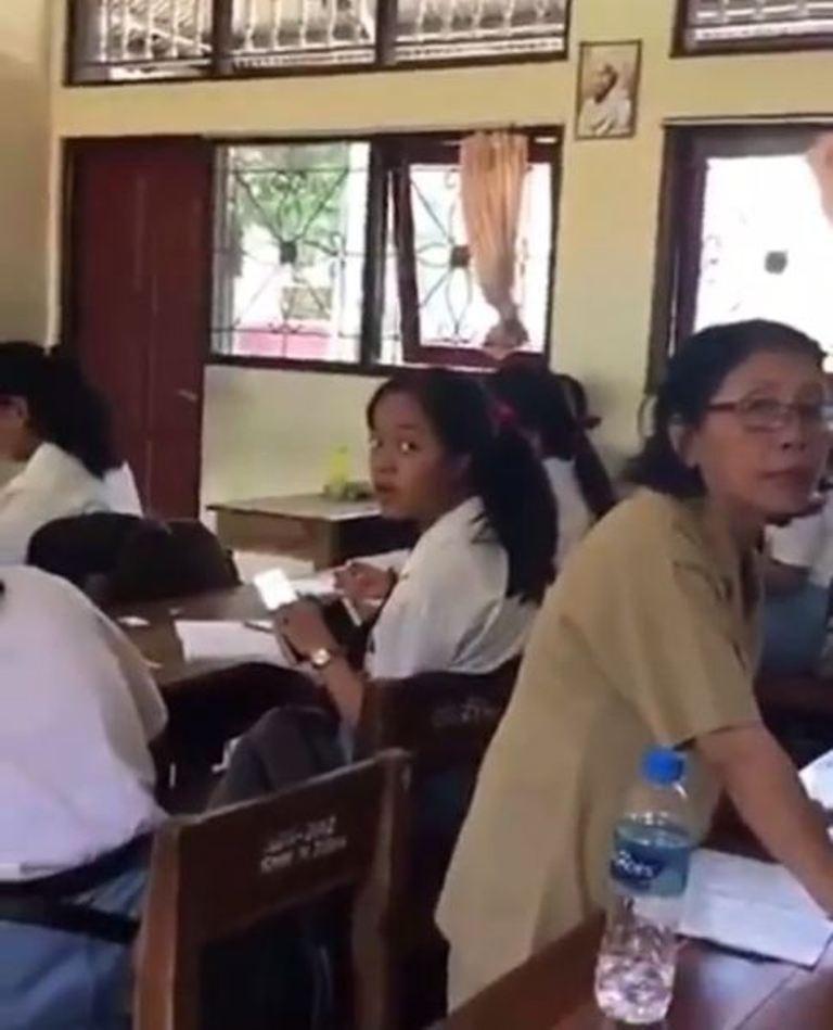 Bikin Miris, Ini Video Murid Lecehkan Guru di Ruang Kelas. (istimewa)