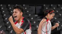 Ganda putri Indonesia, Greysia Polii/Apriyani Rahayu, akhirnya melaju ke semifinal Olimpiade Tokyo 2020. (Foto: AP/Dita Alangkara)