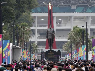 Ratusan warga antusias menghadiri Festival Asian Games 2018 yang digelar di kawasan Gelora Bung Karno, Senayan Jakarta pada hari Sabtu (1/9/2018). (Bola.com/Peksi Cahyo)