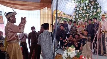 Viral Mempelai Pria Jadi Tukang Foto Di Hari Pernikahannya, Bikin Ngakak