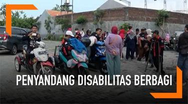 Salah satu komunitas penyandang disabilitas berbagi makanan berbuka puasa di Surabaya. Mereka tergabung dalam perkumpulan DMI atau Disable Motorcycle Indonesia.