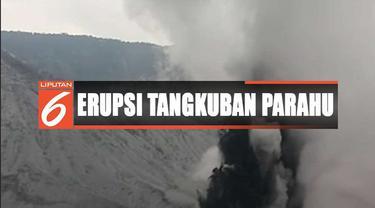 Abu tipis tampak di area parkir pos pemantau Gunung Tangkuban Parahu di Lembang, Bandung Barat.