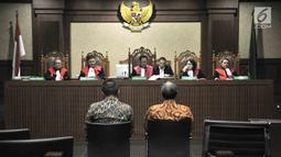 Terdakwa Irvanto Hendra Pambudi dan Made Oka Masagung menjalani sidang perdana kasus fee korupsi e-KTP di Pengadilan Tipikor, Jakarta, Senin (30/7). (Merdeka.com/Iqbal S Nugroho)