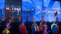 Parade bendera negara peserta Asian Para Games 2018. (Liputan6.com/Dinny Mutiah)