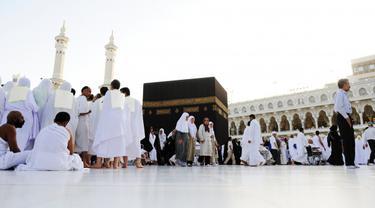 Menunaikan Ibadah Haji dan Umroh
