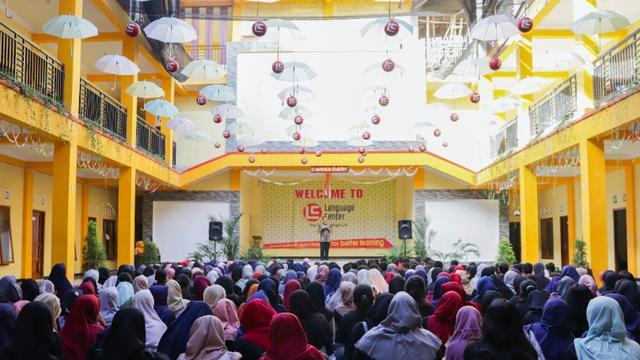 Menerima Mahasiswa Untuk Kursus Di Desa Inggris Bandung