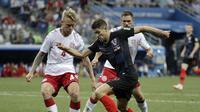 menang 3-2 atas Denmark dalam babak adu penalti pada 16 besar Piala Dunia 2018, di Nizhny Novgorod Stadium, Minggu (1/7/2018). (AP/Gregorio Borgia)