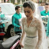 Kimberly Ryder menikah dengan Edward Akbar pada Minggu (26/8/2018) di Masjid Al-Ihsan, Kebayoran, Jakarta Selatan. (Adrian Putra/Bintang.com)