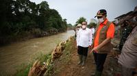 Kepala BNPB, Doni Monardo, saat meninjau lokasi banjir medan di Perumahan De Flamboyan (Dok: BNPB)