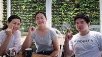 Veronica Tan tersenyum bahagia berkumpul bersama Nicholas Sean dan Nathania usai pencoblosan Pemilu 2019 (Dok.Instagram/@veronicatan_official/https://www.instagram.com/p/BwWJuY6gx_y/Komarudin)