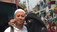 Pernikahan digelar sederhana di gang sempit kediaman orangtua Dian di kawasan Pulogadung, Jakarta Timur, 15 Juli 2002. Sekitar 1.000 orang hadir. Opick memberikan maskawin sesuai tanggal dan tahunnya Rp 15.702. (Instagram/dian_opick)