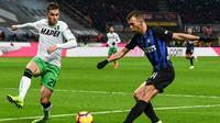 Inter Milan menghadapi Sassuolo pada laga pekan ke-20 Serie A di Giuseppe Meazza, Sabtu (19/1/2019) malam waktu setempat. (AFP/Miguel Medina)