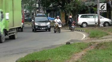 Para pengendara motor ini punya trik lucu menghindari razia yang terjadi jalan.