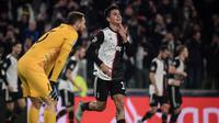 Penyerang Juventus, Paulo Dybala, merayakan gol ke gawang Atletico Madrid pada laga kelima Grup D Liga Champions, di Allianz Stadium, Selasa (26/11/2019). (AFP/Marco Bertorello)