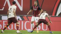 Zlatan Ibrahimovic berhasil mencetak dua gol saat AC Milan bersua AS Roma pada laga pekan kelima Serie A di San Siro, Selasa (27/10/2020) dini hari WIB. Sayangnya, Milan gagal menang dan harus puas bermain 3-3 kontra Roma. (Fabio Ferrari/LaPresse via AP)