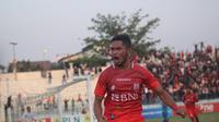 Striker Persis Solo, Azka fauzi gagal membawa timnya mengalahkan Persiraja Banda Aceh dalam laga lanjutan Liga 2 Grup Barat, di Stadion Wilis, Madiun, Sabtu (8/9/2018). (Bola.com/Ronald Seger Prabowo)