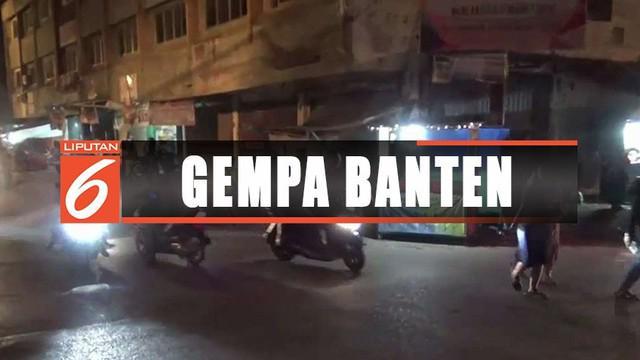 Trauma tsunami, warga pesisir Teluk Bandar Lampung milih mengungsi di kantor gubernur usai gempa Banten 6,9 SR.