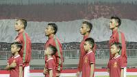 Bendera merah putih raksasa saat pertandingan Indonesia melawan Bahrain pada laga PSSI Anniversary Cup 2018 di Stadion Pakansari, (27/4/2018). Indonesia kalah 0-1 dari Bahrain.  (Bola.com/M Iqbal Ichsan)