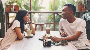 Cerita Pasangan Bertemu di Tinder, Ternyata Tetanggaan dan Berakhir di Pelaminan