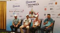 Pegolf Indonesia, George Gandranata (kedua dari kiri) siap memberi yang maksimal di Indonesia Open 2019 (Liputan6.com/Defri Saefullah)
