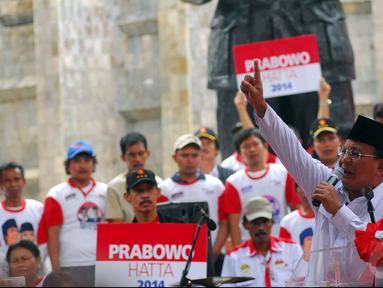 Prabowo menyampaikan orasinya saat menghadiri deklarasi dukungan dari Aliansi Rakyat Bersatu (ARB) dan Merah Putih Sejati (MPS) di Tugu Proklamasi Jakarta, Selasa (10/6/2014) (Liputan6.com/Miftahul Hayat)
