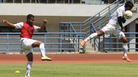 Sesi latihan Persib Bandung di Stadion GBLA, Kota Bandung. (Bola.com/Erwin Snaz)