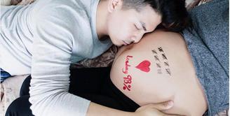 Pasangan yang selalu tampil romantis disetiap kesempatan, Glenn Alinskie dan Chelsea Olivia tengah menanti kehadiran sang jabang bayi yang masih dalam kandungan. (dok. Instagram)