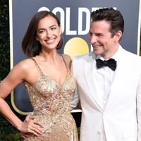Model Rusia, Irina Shayk dan aktor Bradley Cooper tersenyum di karpet merah Golden Globe Awards ke-76 di Beverly Hills, California (6/1). (Jon Kopaloff/Getty Images/AFP)