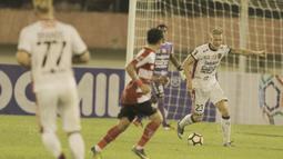 2. Nicky van der Velden (Gelandang) - Pria asal Belanda ini merupakan pemain andalan Bali United, pengalaman serta ketenangannya menjadi penyeimbang di lini tengah Serdadu Tridatu. (Bola.com/M Iqbal Ichsan)