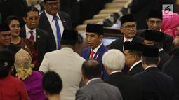Presiden Joko Widodo atau Jokowi (tengah) menghadiri sidang Tahunan MPR Tahun 2019 di Kompleks Parlemen, Senayan, Jakarta, Jumat (16/7/2019). Sidang tersebut beragendakan penyampaian pidato kenegaraan Presiden Jokowi dalam rangka HUT Ke-74 Kemerdekaan Republik Indonesia. (Liputan6.com/Johan Tallo)