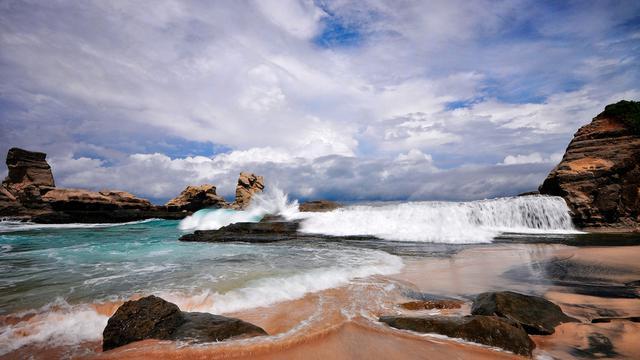 Intip Indahnya Paduan Seruling Laut dan Pasir Putih Pantai Klayar -  Citizen6 Liputan6.com