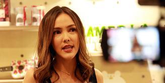 Berbagai cara dilakukan oleh Cathy Sharon demi mempertahankan keutuhan rumah tangganya. Seperti diketahui, suaminya Eka Kusuma menggugat cerai ke Pengadilan Negeri Jakarta Selatan. (Deki Prayoga/Bintang.com)