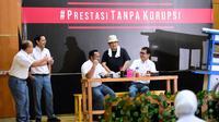 Menteri Pariwisata dan Ekonomi Kreatif Wishnutama, Menteri BUMN Erick Thohir, Menteri Pendidikan dan Kebudayaan Nadiem Makarim, serta komedian Beddu dan Sogi Indra Dhuaja tampil dalam drama singkat #PrestasiTanpaKorupsi di SMK Negeri 57 Jakarta, Senin (8/