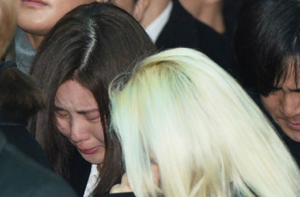 Derai Air Mata Anggota SHINee - SNSD Iringi Pemakaman
