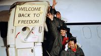 Tawanan AS di Iran yang berhasil dibebaskan saat Revolusi Islam pada 1979 (AP Photo)