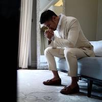 Banyak yang penasaran dengan malam pertama pengantin baru. Begitu juga dengan selebriti, banyak dari para penggemar yang mengikuti di laman media sosialnya yang penasaran. (Instagram/chicco.jerikho)