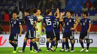 Timnas Jepang merayakan kemenangan atas Vietnam di perempat final Piala Asia 2019 di Al Maktoum Stadium, Dubai (24/1/2019). (AFP/Giuseppe Cacace)