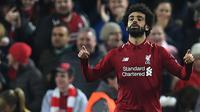 Gelandang Liverpool, Mohammed Salah, merayakan gol yang dicetaknya ke gawang Napoli pada laga Liga Champions di Stadion Anfield, Liverpool, Selasa (11/12). Liverpool menang 1-0 atas Napoli. (AFP/Paul Ellis)