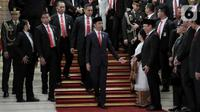 Joko Widodo atau Jokowi (tengah) saat hendak meninggalkan Gedung Nusantara usai dilantik sebagai Presiden RI periode 2019-2024, Jakarta, Minggu (20/10/2019). Jokowi dan Ma'ruf Amin resmi dilantik sebagai Presiden dan Wakil Presiden RI periode 2019-2024. (merdeka.com/Iqbal Nugroho)