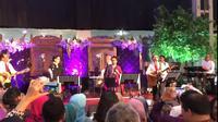 Dalam acara pernikahan putri mensesneg Pratikno, sejumlah menteri Kabinet Kerja beraksi di atas panggung membentuk band bernama Elek Yo Band. (Ist)