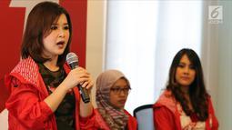 Ketua Umum PSI Grace Natalie memberi sambutan di Kantor DPP PSI, Jakarta Pusat, Rabu (2/5). PSI mendukung pasangan Khofifah Indar Parawansa-Emil Dardak di Pilkada Jatim. (Liputan6.com/Johan Tallo)