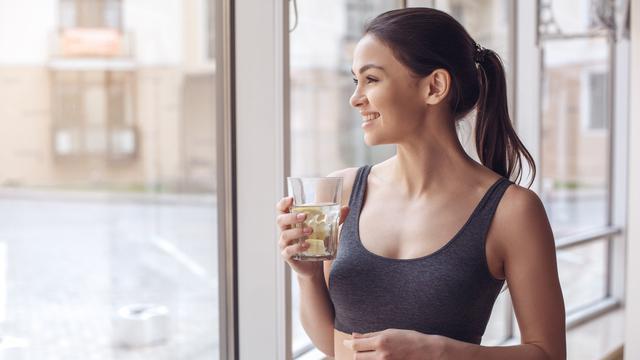 Air lemon dan perut buncit (iStock)