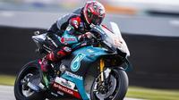 Pembalap Petronas Yamaha, Fabio Quartararo, menjadi yang tercepat pada sesi latihan bebas pertama (FP1) MotoGP Jerman, Jumat (5/7/2019). (AFP/Vincent Jannink)