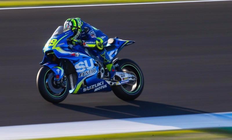 Pembalap Suzuki Ecstar, Andrea Iannone, sedang beraksi pada tes privat MotoGP di Sirkuit Jerez, Spanyol. (Bola.com/Twitter/MotoGP)