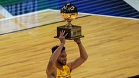 Pebasket Golden State Warriors, Stephen Curry meraih titel juara kontes 3-point. (TIMOTHY A. CLARY / AFP)