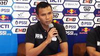 Gelandang bertahan Persiwa, Arfan Ariwijaya, dalam sesi konferensi pers jelang melawan Persib di Bandung pada leg kedua babak 32 besar Piala Indonesia 2018, Minggu (10/2/2019). (Bola.com/Erwin Snaz)