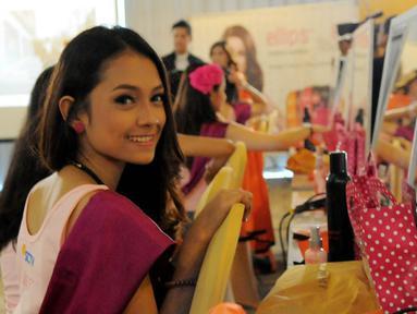 20 finalis Miss Celebrity antusias mengikuti pelatihan kelas dandan, Jakarta, (21/10/14) (Liputan6.com/Faisal R Syam)